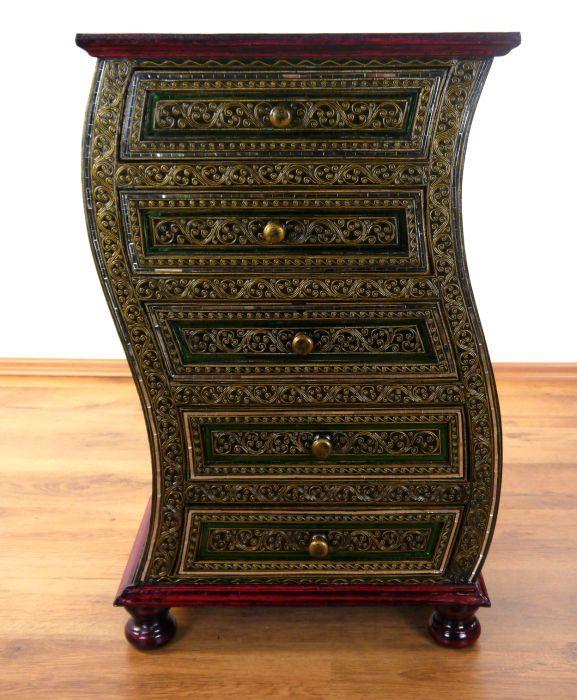 glanzvoll geschwungene kommode mit glasmosaik thai. Black Bedroom Furniture Sets. Home Design Ideas