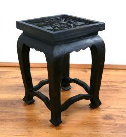 Asiatischer Tisch, extra hoch in *schwarz mit Elefantenschnitzerei*