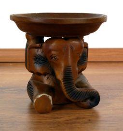 *Holzelefant mit Schale*